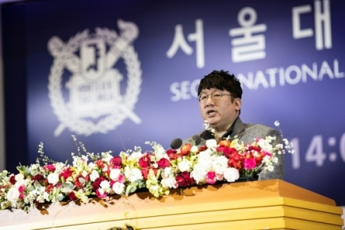 Big Hit CEO Bang Si-hyuk says 'anger is driving force' at SNU commencement