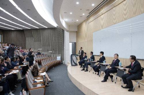 International Faculty Association Holds Open Forum with SNU Presidential Finalists