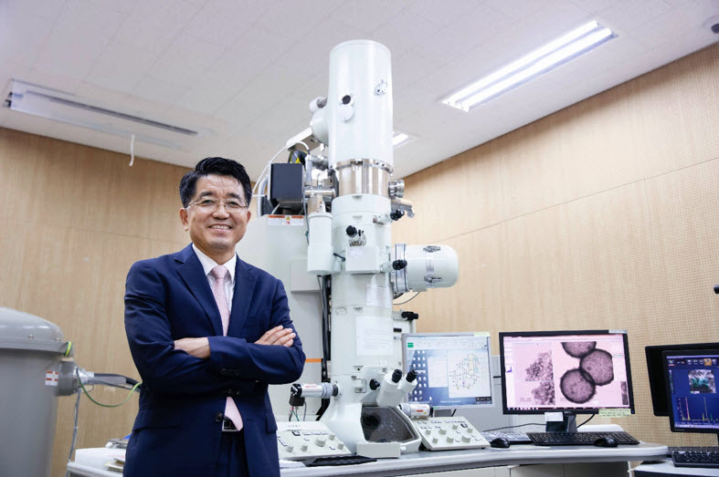 Distinguished Professor Taeghwan Hyeon, Department of Chemical and Biological Engineering