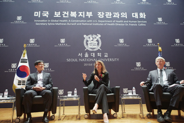 Professor KWON Soonman (Graduate School of Public Health), HHS Secretary Sylvia Mathews Burwell, and NIH Director Dr. Francis S. Coolins (from left)