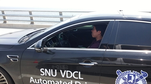 SNU VDCL's automated vehicle is driving on a highway