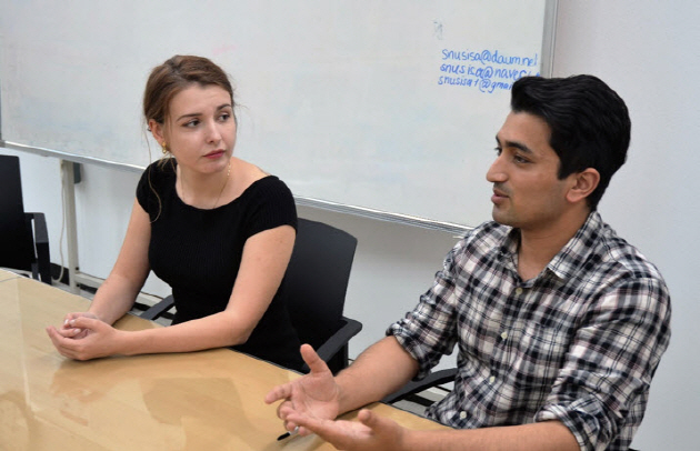 SISA Vice President Tsvetomira Vekova (Left) and President Irfan Haider (Right) discuss the problems that international students face in SNU.