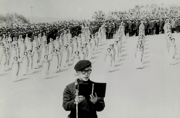 SUNG Nak-su, an undergraduate student in Korean Literature, is reading the poem at the ceremony. (April 2, 1971)