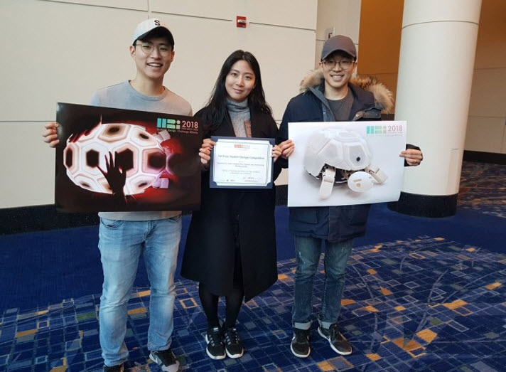 The students who won the International Human-Robot Interaction Student Design Competition in Chicago. (From left) Jason Jangho CHOI (SNU), KU Hyunjin (KAIST), and DO Wongkyung (SNU)